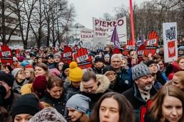 Czarny piątek w całej Polsce. Kobiety protestują przeciwko zaostrzeniu prawa aborcyjnego